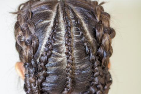 Hairdresser in Carrollton, TX, for hair braiding